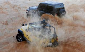 Far from Libya chaos, drivers battle it out in dunes